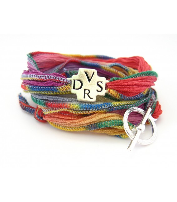 Le Bracelet en Soie avec croix DVSR